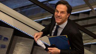 Χαρούμενος ο Μαρκ Ρούτε μετά την ολοκλήρωση της διαδικασίας στην Ολλανδική βουλή