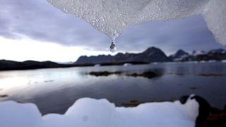 ذوبان جبل جليدي في كولوسوك، غرينلاند بالقرب من الدائرة القطبية الشمالية