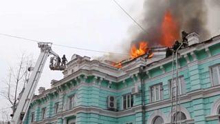 أطباء ينجزون عملية قلب مفتوح رغم النيران المشتعلة في مستشفى روسي