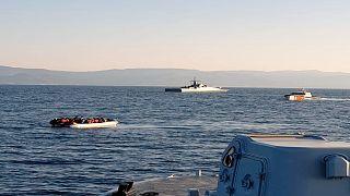 زوارق تحمل مهاجرين بين تركيا واليونان