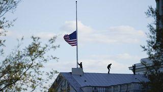 Bandera a media asta en el Capitolio de EE.UU.