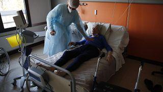 المستشفيات الفرنسية تقرر تعيين المزيد من الموظفين وسط مخاوف من ارتفاع اعداد المصابين في عيد الفصح