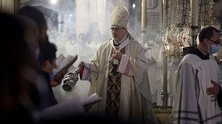 Pasqua intorno al globo: dalla rappresentazione della Passione alla processione