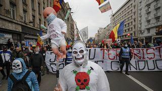 Manifestation anti-restrictions à Bucarest (Roumanie), le 3 avril 2021.