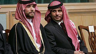 Foto de archivo de noviembre de 2006, el príncipe Hamza Bin Al-Hussein, a la derecha, y el príncipe Hashem Bin Al-Hussein, a la izquierda, hermanos del rey Abdullah II