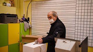 Les Bulgares élisent leurs députés, le Premier ministre donné favori