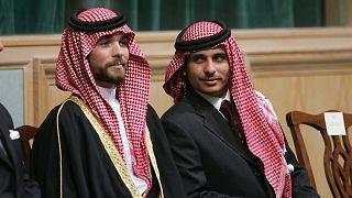 Prens Hamza bin Hüseyin (sağda) ile Prens Haşim bin Hüseyin (solda)