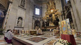 Pâques sous le signe de la pandémie : du Vatican à Jérusalem