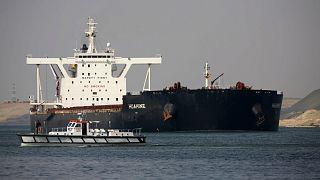 سفن عالقة أمام المرافئ