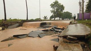 Endonezya ve Doğu Timor'u vuran sel felaketinde en az 90 kişi hayatını kaybetti