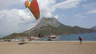 Antalya'da yamaç paraşütü yapan Rus turist (ARŞİV)