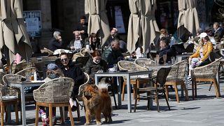 Hétfőtől már kiülhetnek a bárok és éttermek teraszaira Szerbiában