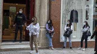 La Grèce a autorisé la plupart des magasins à rouvrir, malgré des chiffres toujours inquiétants pour ce qui est de l'épidémie.
