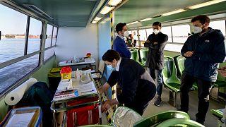 """حافلات """"فابوريتو"""" المائية لتلقيح كبار السن في البندقية"""