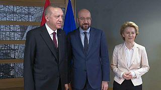 Charles Michel e von der Leyen na Turquia