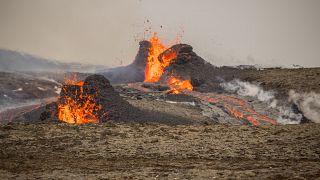 Nueva expulsión de lava en el volcán cercano a la capital de Islandia, Reikiavik