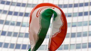 پرچم ایران در برابر آژانس بینالمللی انرژی اتمی در وین