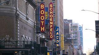 La lumière revient un peu sur Broadway avec la réouverture des salles sous strictes conditions