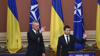 عقد الرئيس الأوكراني فولوديمير زيلينسكي والأمين العام لحلف الناتو ينس ستولتنبرغ في كييف في 31 أكتوبر 2019.
