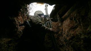 Украинский военнослужащий на линии разграничения под Авдеевкой в Донецкой области