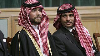 Prens Hamza bin Hüseyin (sağda) ve kardeşi Prens Haşim bin Hüseyin (sol)  (arşiv/2006)