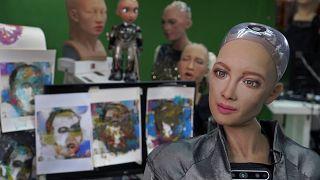 السعودية نيوز |      فيديو: بيع عمل فني للروبوت السعودية صوفيا بقيمة حوالي 700 ألف دولار