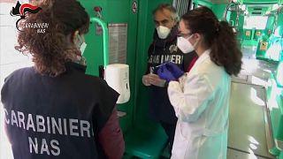 Italienische Polizisten auf der Jagd nach dem Corona-Virus