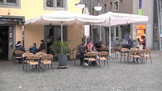 مطاعم ومقاه عادت للعمل بعد إغلاق طويل في ولاية ألمانية حدودية