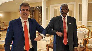 İsrail İstihbarat Bakanı Eli Cohen ve Sudan Savunma Bakanı Yasin İbrahim arşiv