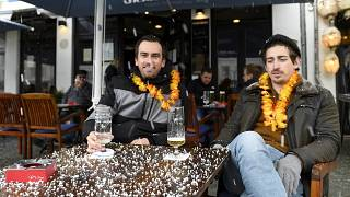 Zwei Kunden einer Gaststätte in Saarbrücken