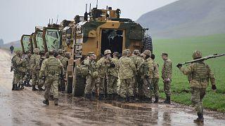Suriye sınırına yakın bölgede bulunan Türk askerleri (arşiv)