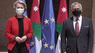 La présidente de la commission européenne Ursula von der Leyen et le roi Abdallah II de Jordanie à Amman, 7 avril 2021