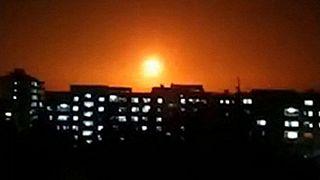 صورة مأخوذة من مقطع فيديو نشرته وكالة الأنباء السورية الرسمية (سانا) في 6 شباط / فبراير 2020، يظهر انفجارا أعقب غارة جوية إسرائيلية على مكان مجهول في سوريا.