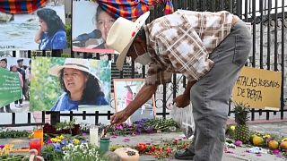 Compañeros de Berta Cáceres se reunieron en el exterior del juzgado de Tegucigalpa