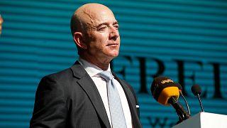 تقدر ثروة جيف بيزوس، مؤسس شركة أمازون، بنحو 188 مليار دولار بحسب فوربس