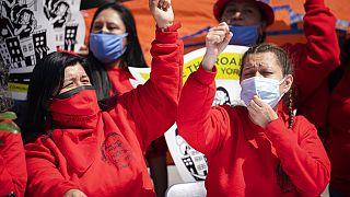 Un grupo de trabajadores excluidos durante la concentración del miércoles en Nueva York