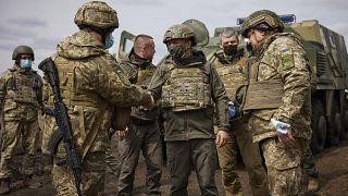 Le président ukrainien Volodymyr Zelensky en visite dans la région du Dombass (est de l'Ukraine), le 08/04/2021