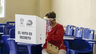 Εν μέσω πανδημίας οι εκλογικές αναμετρήσεις σε Ισημερινό και Περού