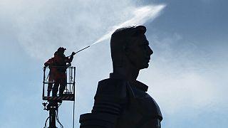 60 Jahre Juri Gagarin - in Russland werden die Statuen auf Hochglanz gebracht