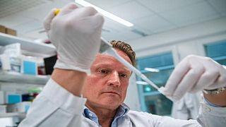 المفوضية الأوروبية تخصّص 123 مليون يورو لتطوير البحث العلمي بشأن فيروس كورونا