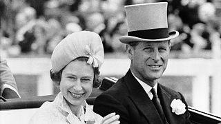 La reine Elizabeth II et le prince Philip se rendant à l'hippodrome d'Ascot, le 19 juin 1962