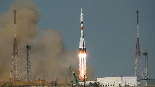 انطلاق مركبة الفضاء سويوز إم إس -18 من قاعدة بايكونور في كازاخستان