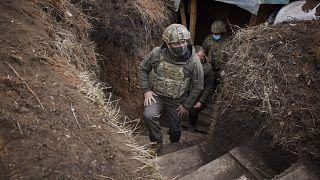 ولودیمیر زلنسکی در سنگر سربازان ارتش اوکراین در دنباس