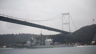 İstanbul Boğazından geçen bir ABD zırhlısı (arşiv)