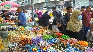 """إدت الجائحة إلى """"حجز"""" كثيرين في منازلهم وعدم ذهابهم إلى الأسواق (بغداد)"""