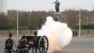 41 طلقة مدفعية تكريماً للأمير فيليب، في لندن، السبت، 10  نيسان / أبريل  2021