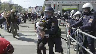 Európa-szerte tüntettek a hétvégén a korlátozások miatt