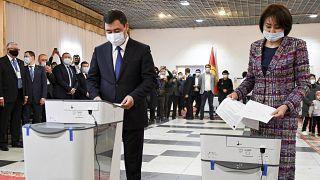 Садыр Жапаров голосует на референдуме о принятии новой Конституции