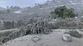 شاهد: انفجار بركان في جزيرة سانت فنسنت