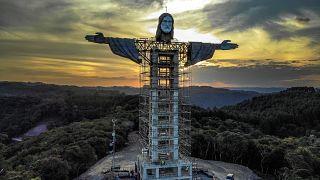 تمثال المسيح أثناء بنائه في إنكانتادو، ولاية ريو غراندي دو سول، البرازيل